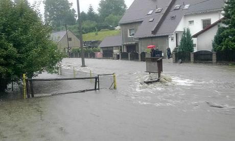 Spoušť po ničivé povodni v severočeské Chrastavě. Fotografie poskytla modelka Kateřina Konvalinka Průšová.