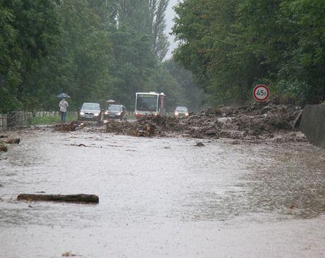 Sesuv půdy mezi Sebuzínem a Brnou v okrese Ústí nad Labem