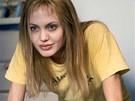 Angelina Jolie ve filmu Narušení