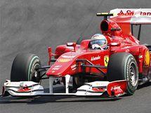 Fernando Alonso s ferrari při Velké ceně formule 1 v Maďarsku.