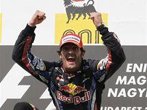 Mark Webber ze stáje Red Bull se raduje z výhry ve Velké ceně Maďarska formule 1.