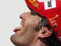 Mark Webber z Red Bullu po výhře ve Velké ceně formule 1 v Maďarsku.