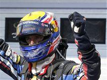 Mark Weber ze stáje Red Bull se raduje po vítězství ve Velké ceně Maďarska formule 1.