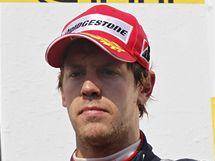 Sebastian Vettel s bronzovou trofejí po VC Maďarska formule 1.