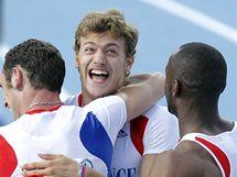 ZLATÝ HOCH. Francouzský sprinter Christophe Lemaitre (uprostřed) oslavuje štafetové zlato na atletickém ME, pro něj je to už třetí nejcennější kov.