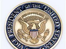 Medaile za tlumočení. Dostala ji od viceprezidenta USA Joe Bidena.
