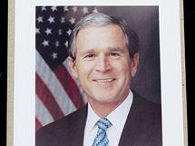 Dárek na památku Fotografie od amerického prezidenta Bushe.