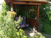 V samostatném dřevěném domku s bytelnou střechou se zase můžete příjemně pohoupat