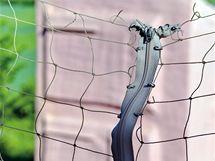 Atypický plot: provázkové pletivo a zip