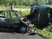Při nehodě dvou aut u Rostěnic-Zvonovic na Vyškovsku jedno auto shořelo.