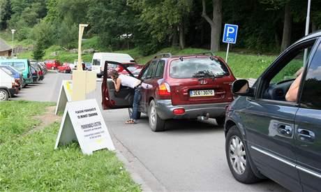 Zadarmo lze u jihlavské zoo stát jen 15 minut, pro návštěvníky zahrady je celodenní parkování za 40 korun