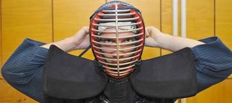 """""""Kendo je náročný sport, pokud se mu věnujete naplno. Když si občas sáhnete na dno, zdokonalíte se a posunete své limity,"""" říká Jakub Šmerda předseda oddílu kendo Seishinkan."""