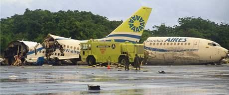 Kolumbijské letadlo rozpůlil při přistání blesk (16. srpna 2010)