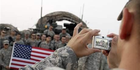 Členové posledí americké bojové brigády v Iráku před odjezdem ze země (16. srpna 2010)
