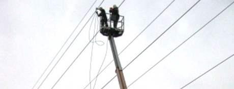 Hasiči pomohli montérům ze zaseklé plošiny.