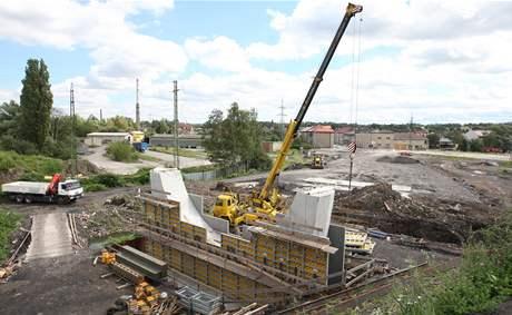 Rozestavěný dálniční přivaděč v Bohumíně Skřečoni, který ministerstvo dopravy pozastavilo.