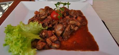 Drůbeží jatýrka na cibulce, slanině a česneku za 69 korun