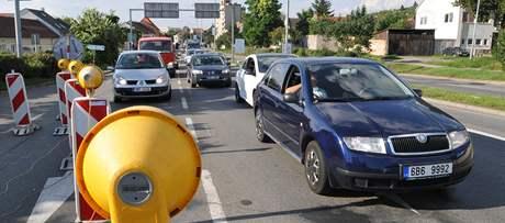 V Židenicích se kvůli opravám v ulici Otakara Ševčíka začaly tvořit kolony. Zpoždění nabírají také autobusy.
