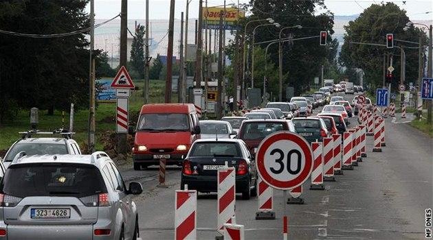 Roz�í�ení p�etí�ené silnice ze Zlína do Otrokovic v Malenovicích se zastavilo. Na stavbu nejsou peníze.