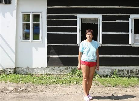 Zdena Procházková z Chřibské má doma sucho. Dům ochránily vysoké kamenné základy.
