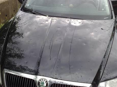 Auto po krupobití