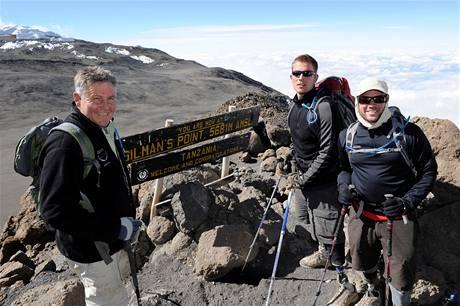 DOKÁZALI TO? Američtí veteráni dobyli vrchol Kilimandžára (zleva Bauer, Duncan, Nevins).