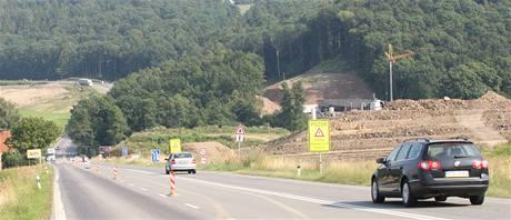 Řidiči, kteří se těšili, že budou konečně jezdit mezi Ostravou a Opavou po nové silnici, si ještě několik let počkají.