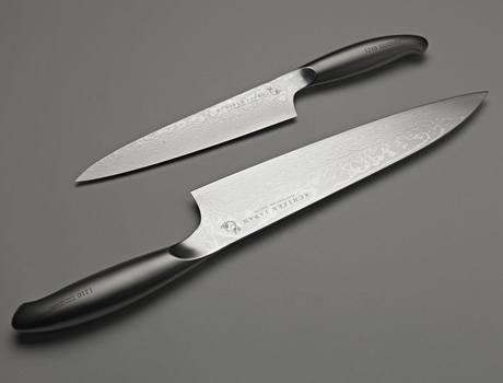 Výroba vychází z historie, design nožů je současný
