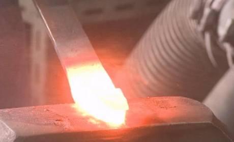 Zpracování ocele je fyzicky namáhavá práce jako před staletími