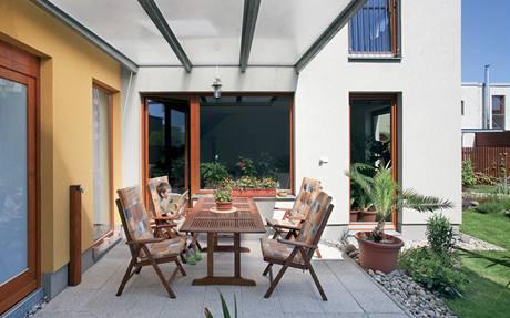 Na zastřešené terase lze posedět i v dešti