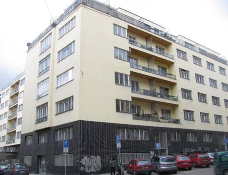 Část domů v Heřmanově ulici patřila z hlediska tehdejší doby k těm méně lukrativním, proto se zde nacházely menší byty