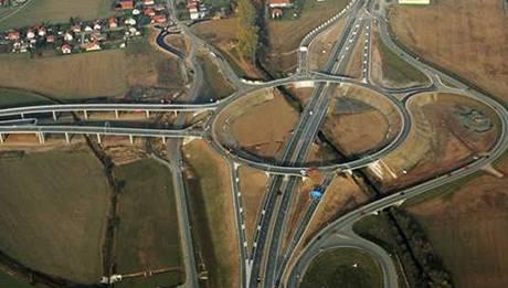 Opatovice nad Labem - obří silniční křižovatka.