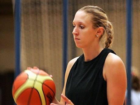 Šárka Pospíšilová, basketbalistka Karlových Varů, na tréninku