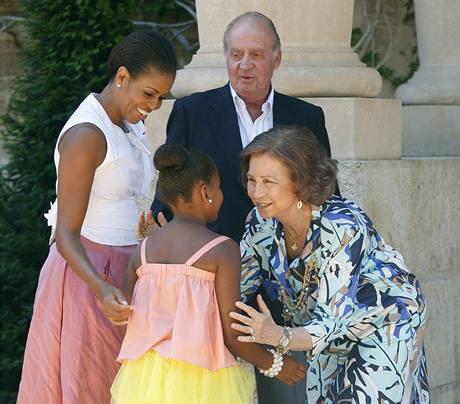 Michelle Obamová s dcerou Sashou na návštěvě u španělského krále Juana Carlose