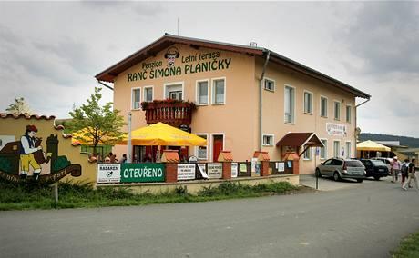 Z bývalých kanceláří družstva je dnes Ranč Šimona Pláničky, v jeho sousedství funguje letní terasa s českou kuchyní