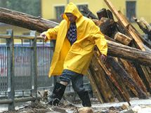 Týden po povodni se život v Hřensku vrací do starých kolejí.
