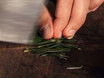 Nakrájejte citronové listy