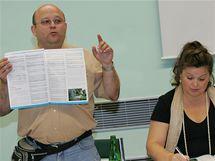 TK konference k referendu o odtržení Dolních Heršpic a Přízřenic (na snímku mluvčí OS Samostatný jih Pavel Reich a starostka obce Držovice Blanka Kolečkářová)