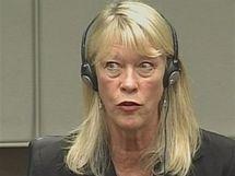 Bývalá obchodní agentka Naomi Campbellové Carole Whiteová u soudu v Haagu (srpen 2010)