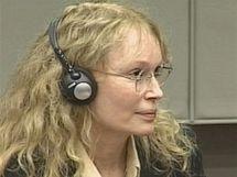 Americká herečka Mia Farrowová u haagského soudu (srpen 2010)