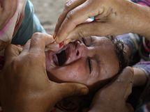 Záplavami nejhůře trpí tisíce dětí (15. srpna 2010)