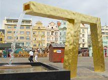 Kašna zvaná Velbloud na plzeňském náměstí.