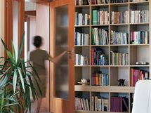 Knihovnu v přízemí si oblíbil zejména nejmladší člen rodiny