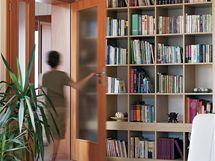 Knihovnu v p��zem� si obl�bil zejm�na nejmlad�� �len rodiny