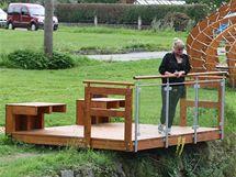 Jedno ze sedmi nových unikátních odpočívadel v Jeseníkách. Tohle je turistům k dispozici v obci Lipová-lázně.