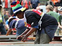 Jihoafrická závodníce Sendra Mthuke během mistrovství v rýžování zlata ve Zlatých Horách.