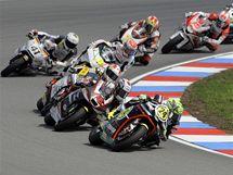 Pole závodníků v kubatuře Moto2, kterému vévodí Toni Elias (24)