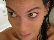 Teri Hatcherová zveřejnila soukromé fotografie z koupelny, kterými bojuje proti botoxu.