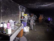 Steven a Kathryn si v tunelu zařídili i provizorní kuchyni. Za peníze, které najdou zapomenuté v herních automatech kupují potraviny a hygienické potřeby
