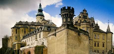 Frýdlant unikátně spojuje středověký hrad a renesanční zámek.